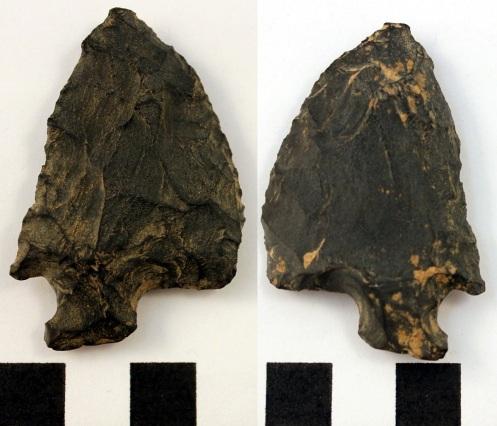 Siltstone knife (dorsal - left, ventral - right)