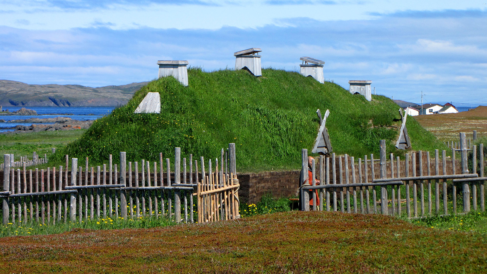 1920px-L'Anse_aux_Meadows,_recreated_long_house